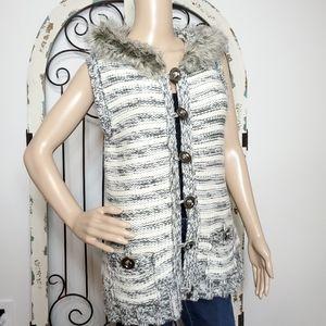 Forever 21 fur trimmed hooded knit vest large